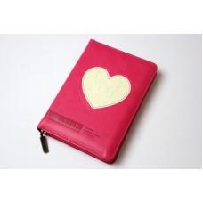 Библия 045 zti темно-розовая с вставкой в виде сердца (кожа, замок, золотой торец, индексы, замок)