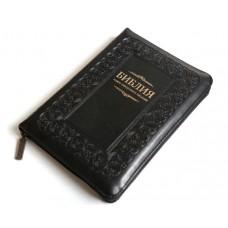 Библия 055 z черная с орнаментной рамкой (заменитель, замок, золотой торец)